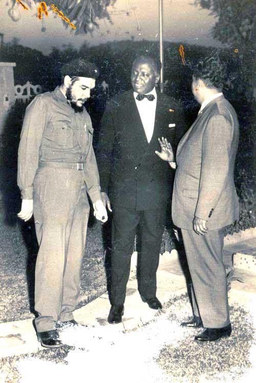 Che Guevara, Madeira Keita, Amb. Carillo. Bamako 31 dec. 1964
